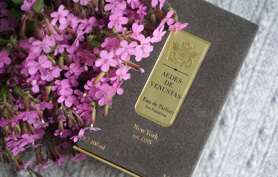 زنبق که این عطر زنانه و مردانه، رایحه غالب به شمار می رود، در نت های ابتدایی آیریش نازارنا نهفته است.