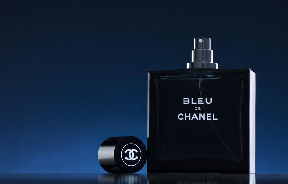 بلو شنل ادو تویلت: عطر خنک و تلخ در گروه بویایی چوبی معطر