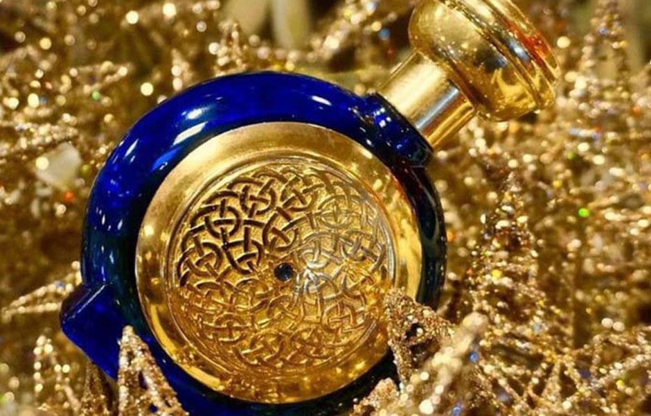 این برند، کلکسیون های متفاوتی دارد که عطر بلو سفیر آن در کلکسیون BLUE COLLECTION قرار گرفته است؛ به معنای کلکسیون آبی