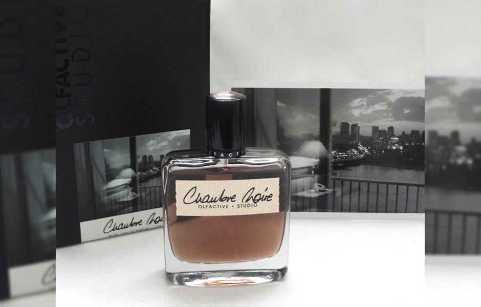 عطر ادکلن الفکتیو استودیو چمبر نویر زنانه و مردانه (Olfactive studio Chambre Noire)، در سال ۲۰۱۱ توسط کمپانی فرانسوی الفکتیو استودیو روانه بازار عطر و ادکلن شد.