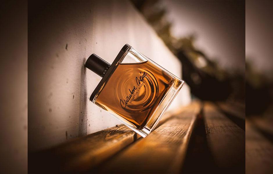 عطر الفکتیو استودیو چمبر نویر، طبع گرم و رایحه شیرین دارد.