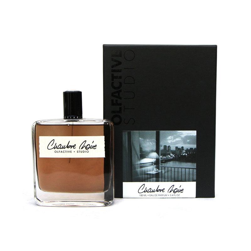 الفکتیو استودیو چمبر نویر زنانه و مردانه (Olfactive studio Chambre Noire)، الهام گرفته از یک اتاق تاریک و سیاه است.