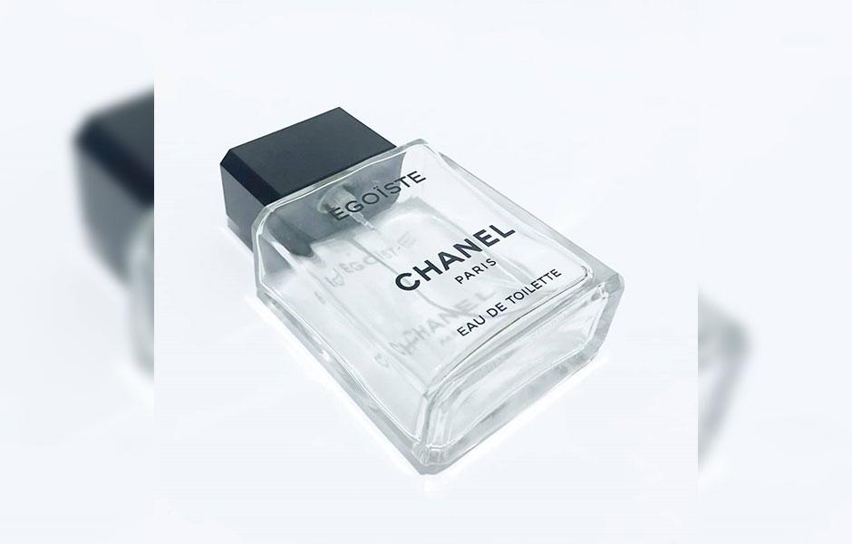 در نهایت از Chanel Egoiste، رایحه های نت هایی از جمله چرم، چوب صندل سفید، وانیل، تنباکو و عنبر را خواهیم داشت