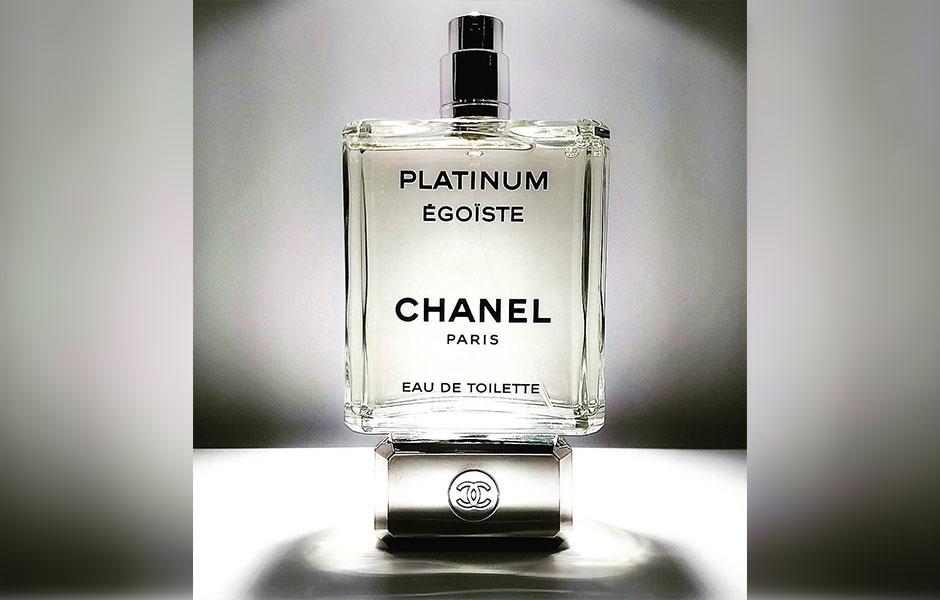 این عطر مردانه در کلکسیون اگویست (Egoiste) قرار می گیرد.