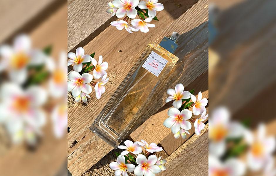 الیزابت آردن خیابان پنجم زنانه یکی از محبوب ترین عطرهای این برند آمریکایی است