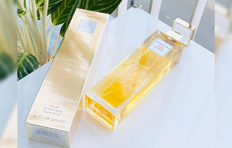 عطر ادکلن الیزابت آردن فیفت اونیو زنانه - خیابان پنجم (Elizabeth Arden 5th Avenue)، در سال ۱۹۹۶ توسط برند آمریکایی الیزابت آردن تولید شد.