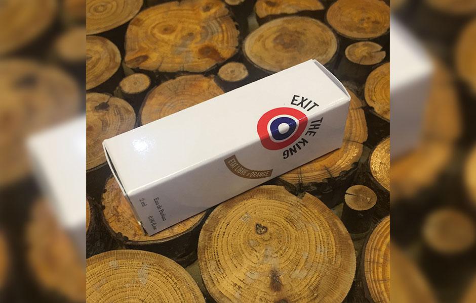 سمپل اگزیت د کینگ (Etat Libre D'Orange Exit The King Sample) به عنوان یک عطر زنانه و مردانه در گروه بویایی چایپر گلی قرار گرفته است.