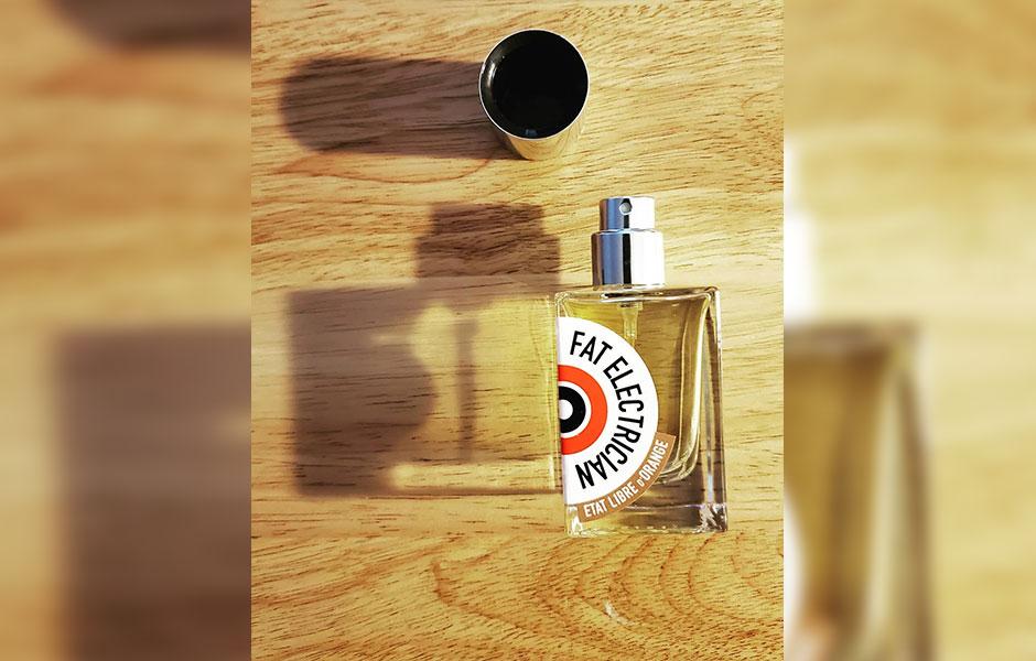 ات لیبق دوقانژ فت الکتریشن (اتات لیبره د اورنج فت الکتریشن) به عنوان یک عطر تلخ و معتدل، عطری است با پراکندگی متوسط و ماندگاری طولانی.