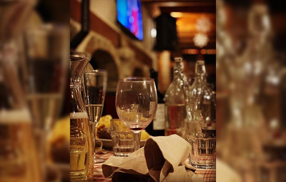 عطر ادکلن جووی له ژو سونت فیتس مردانه (Jovoy Paris Les Jeux Sont Faits)، یکی از محبوب ترین عطرهای برند فرانسوی جووی پاریس است.عطر جووی له ژو سونت فیتس به معنای واقعی رایحه ای از مشروبات الکلی دارد.