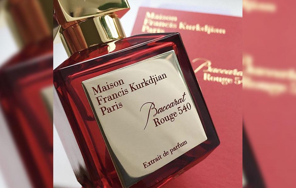 باکارات رژ ۵۴۰ اکستریت د پرفیوم (Extrait De Parfum) و باکارات رژ ۵۴۰ ادو پرفیوم (Eau De Parfum) شباهت های بسیاری با هم دارند اما در نت های سازنده با یکدیگر کمی متفاوت اند.