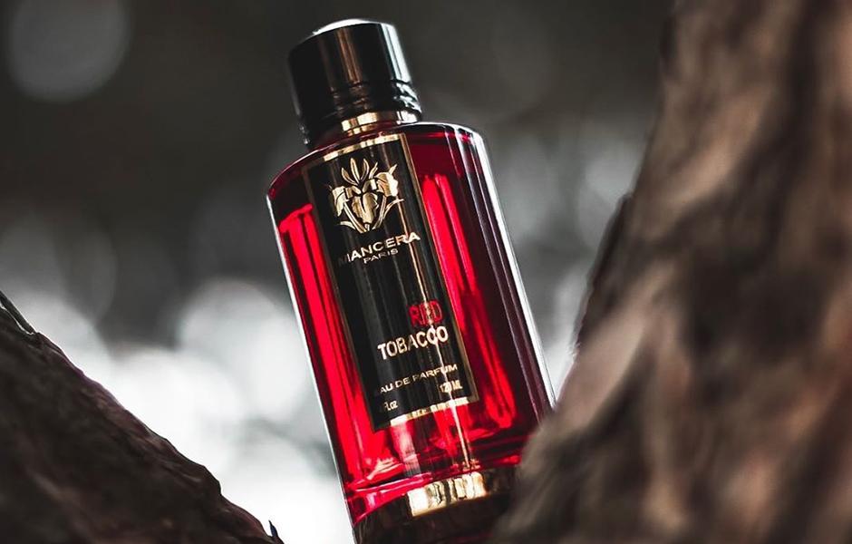 با مانسرا رد توباکو (Mancera Red Tobacco۹ احتمالاً حسی خوشایند، مطبوع و خاطره انگیزی را با استفاده از این عطر چوبی ادویه ای در فصول پاییز و زمستان تجربه خواهید نمود.