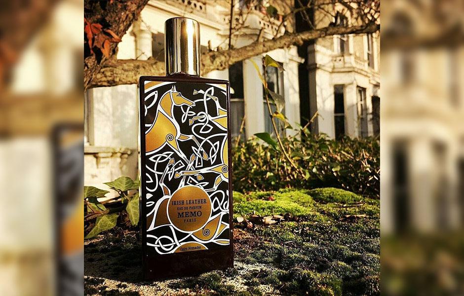 عطر و بوی چای پاراگوئه ای هم به آیریش لدر Memo Irish Leather جلوه ویژه ای بخشیده است.