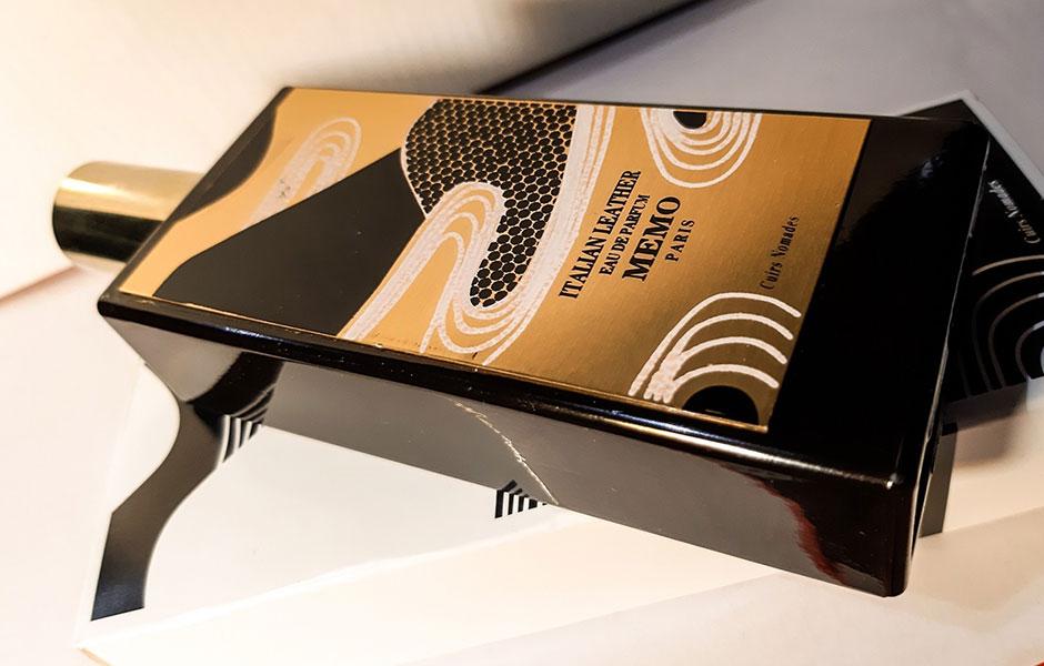 ممو ایتالین لدر در کلکسیون Cuirs Nomades قرار گرفته است که شامل تمام عطرهای چرمی برند ممو پاریس است.