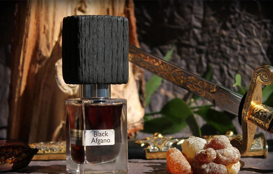 بلک افغان (Nasomatto Black Afgano) به وضوح بوی حشیش نمی دهد اما رایحه ای تاریک و سیاه دارد.