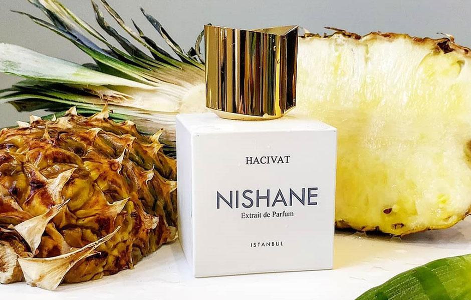 این عطر که مناسب استفاده خانم ها و آقایان می باشد با غلظت اکستریت د پرفیوم (Extrait De Parfum) در گروه بویایی چایپر یا مدیترانه ای قرار گرفته است.