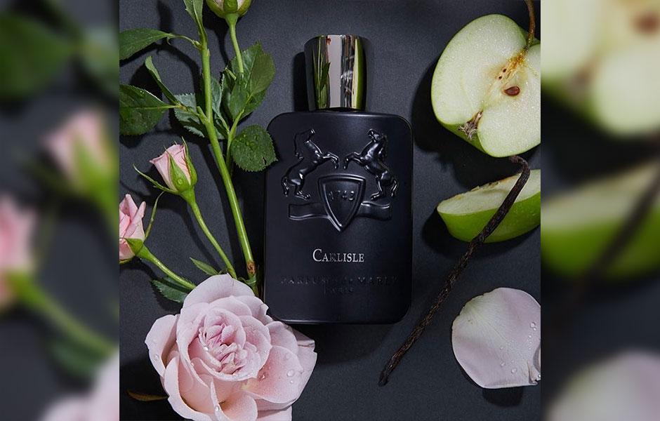 کارلایل (Parfums De Marly Carlisle) با رایحه ای تقریبا مرکباتی خود را بروز می دهد؛ ترکیبی از پرتقال ماندارین و ترنج.