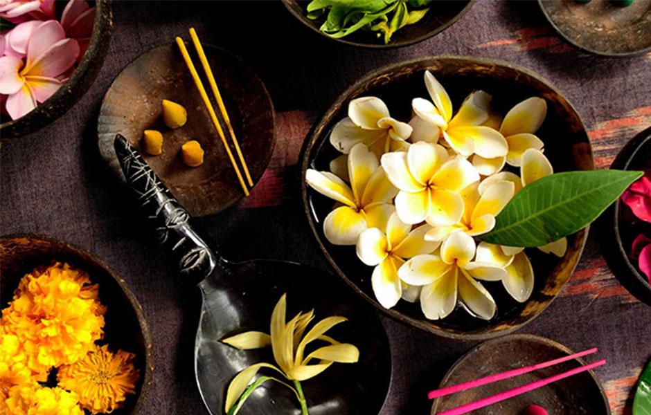 گروه بویایی عطر توبرز ابسولو نیز شرقی گلی است.