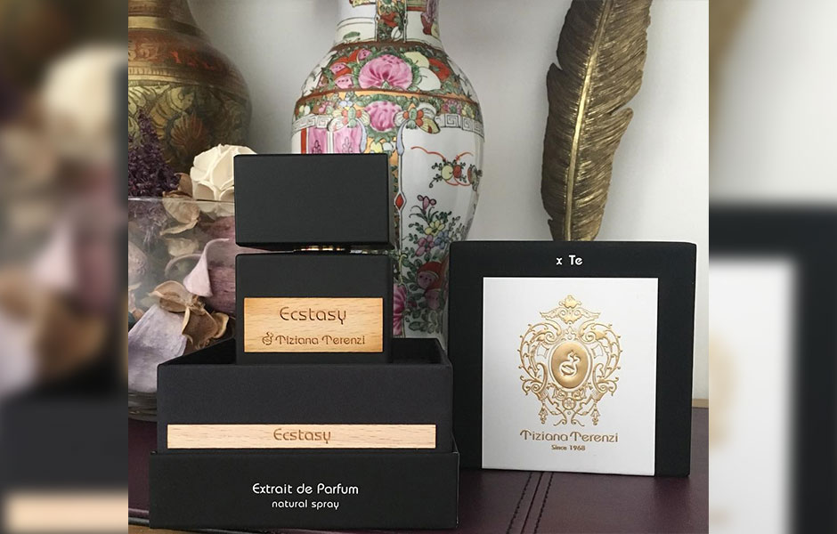 ادکلن Ecstasy تیزیانا ترنزی (Tiziana Terenzi Ecstasy) را می توان در گروه بویایی چوبی شرقی قرار داد.