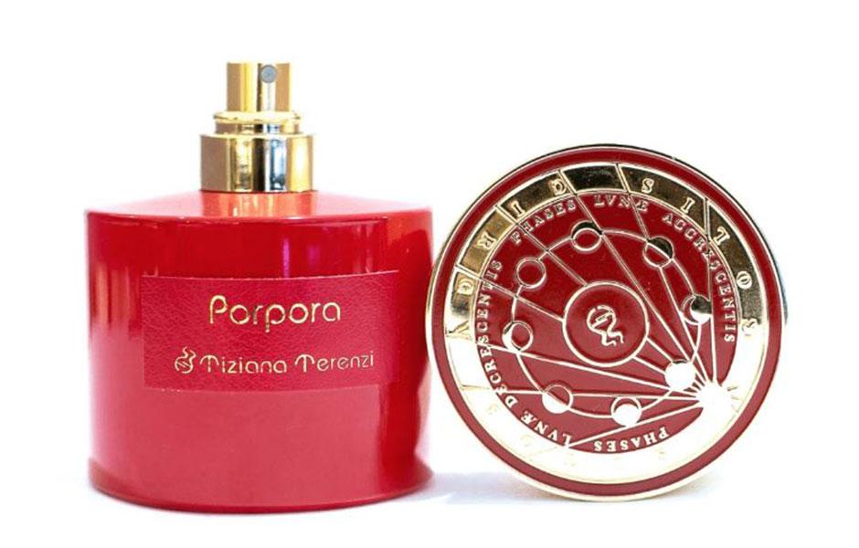 تیزیانا ترنزی پورپورا عطری است با یک بطری سرخ رنگ با شکوه که درب آن به زیبایی طلاکاری شده است و نشانگر حالات مختلف ماه است.