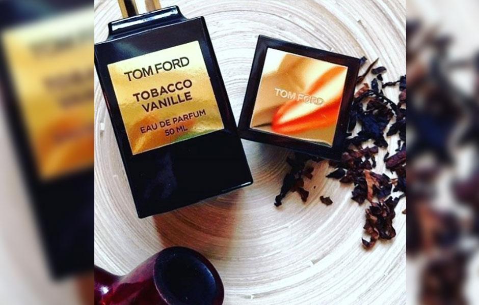 تام فورد توباکو وانیل ترکیبی است از تنباکو، وانیل، نت های ادویه ای و روایح شرقی دیگر که به شما حس و حالی از سرزمین های شرقی می دهد