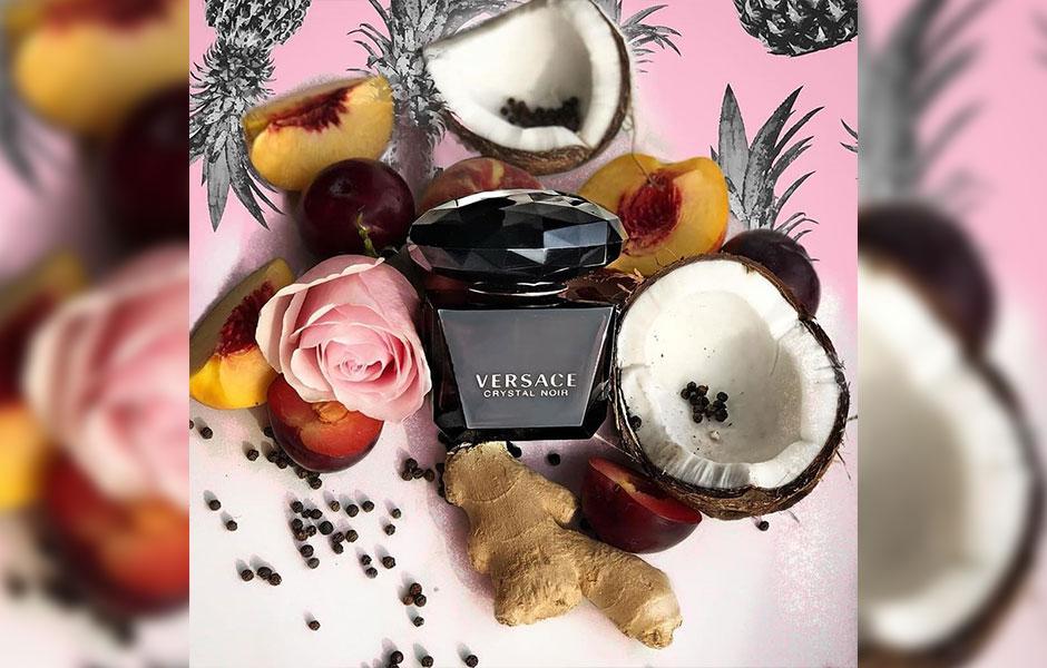 ادکلن ورساچه کریستال نویر ادو پرفیوم (Versace Crystal Noir EDP) یک عطر گرم و تلخ است.