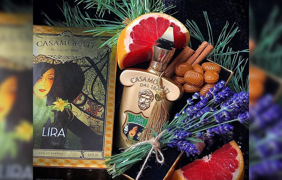 لیرا (Xerjoff Casamorati Lira) عطری است که نت های پرتقال، کارامل و وانیل در آن محسوس هستند، نت هایی که آن را به شدت معطر کرده اند