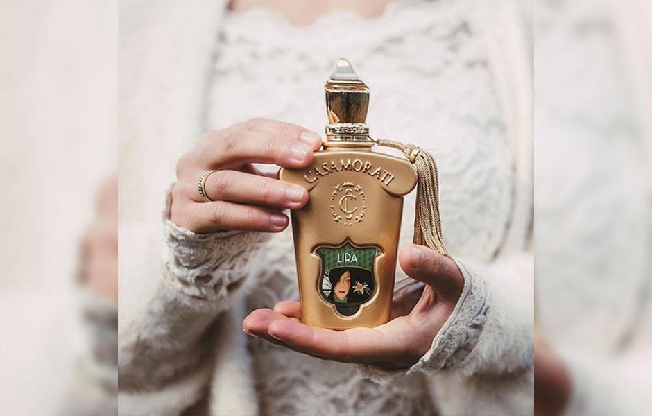 عطر لیرا زنانه یک عطر کاریزماتیک است