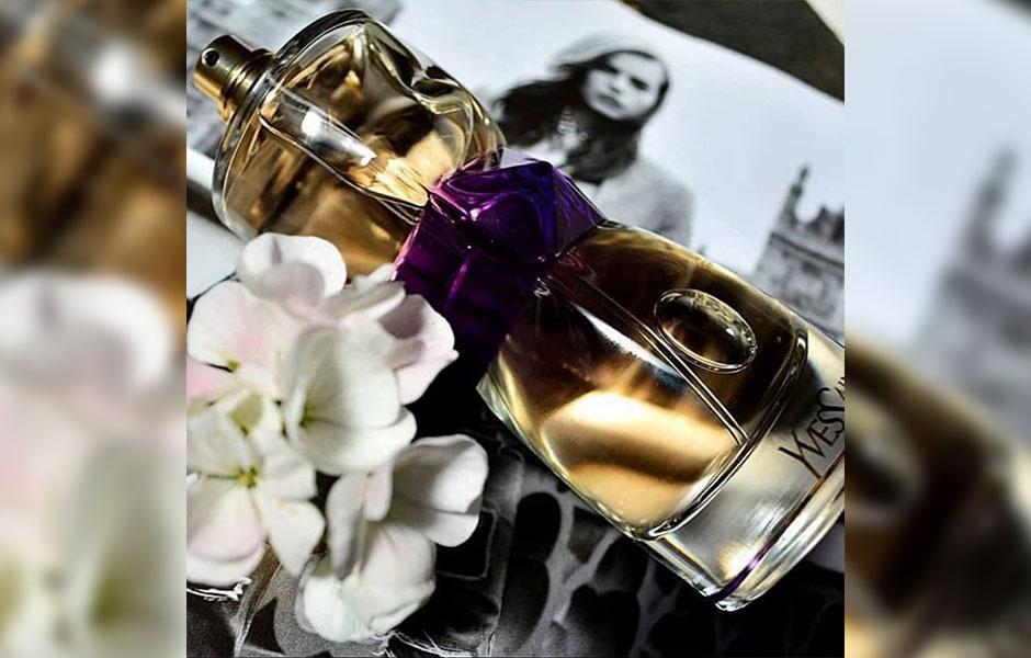 عطر ادکلن ایو سن لورن مانیفستو زنانه (Yves Saint Laurent Manifesto)، یکی از محبوب ترین عطرهایی است که کمپانی فرانسوی ایو سن لورن