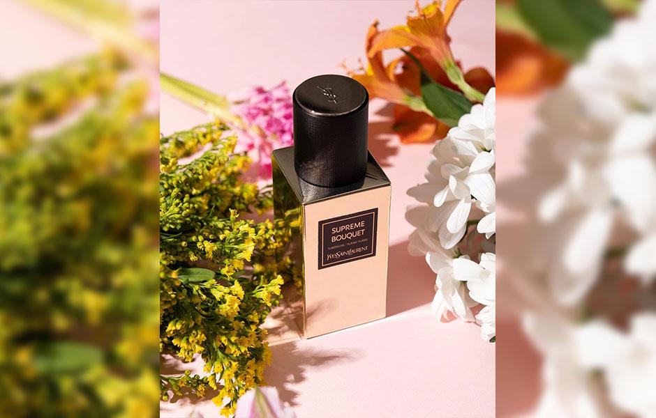 برای ایو سن لورن سوپریم بوکت، این نت های میانی شامل تکمه گیاه، گل یاس و یلانگ یلانگ می شود که ترکیبی از نت های گلی است.